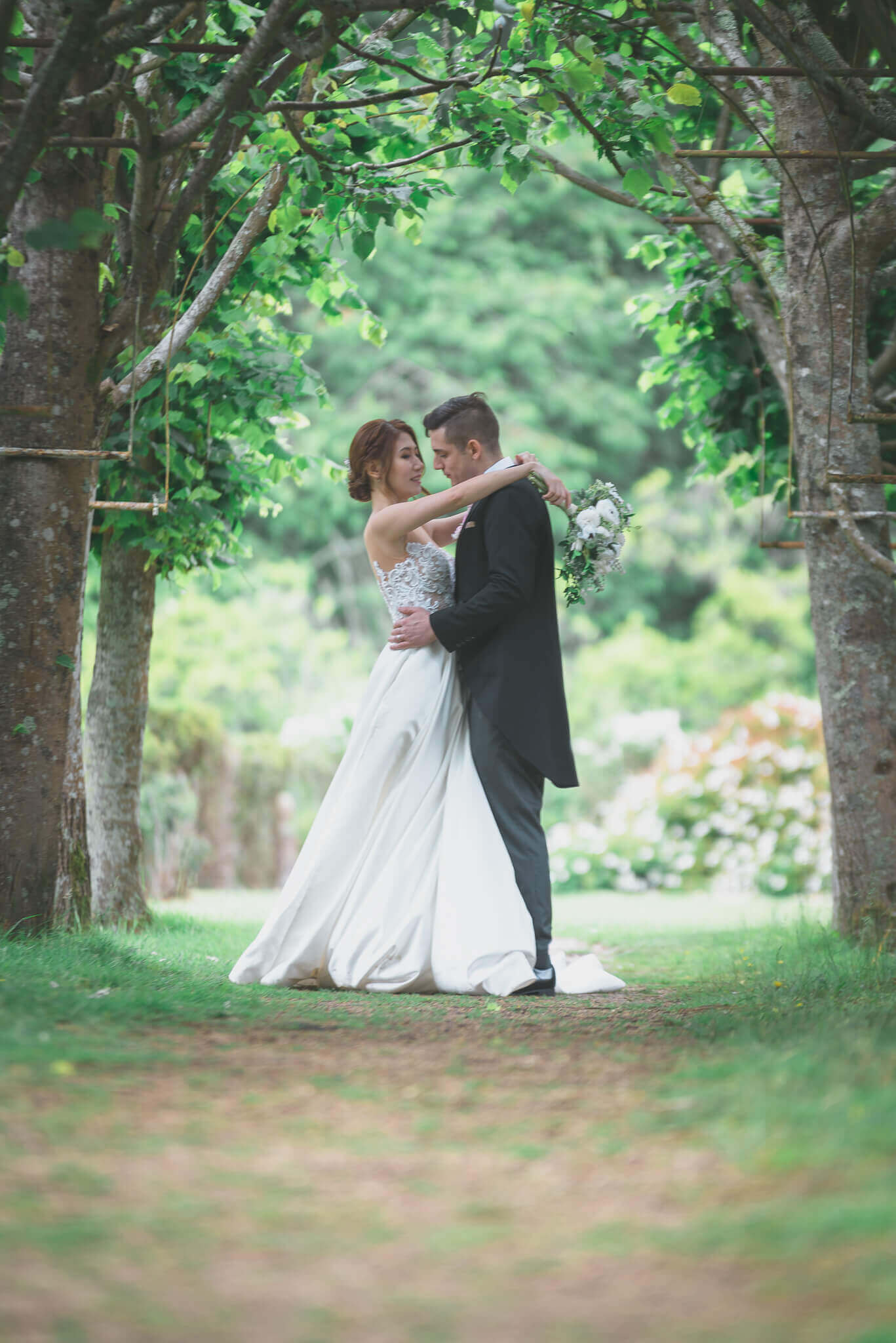 Bride and groom embracing Rhinefield house ©Ryan Hewett Photography