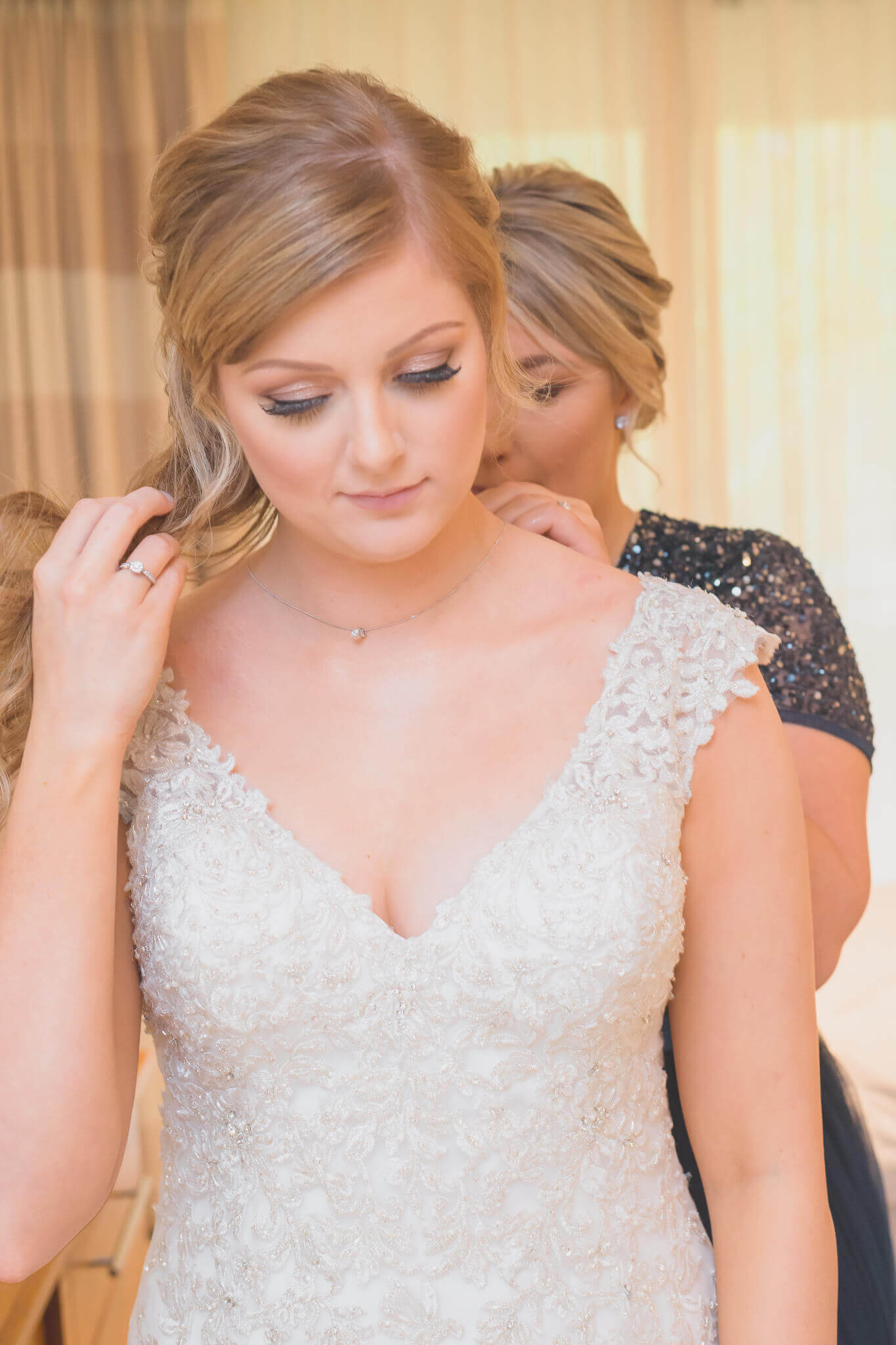 Bride getting ready photo by Ryan Hewett Photography